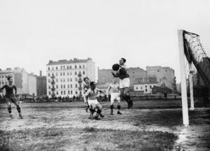 A joint Gwiazda-Skra team playing against an visiting side from Austria in 1936